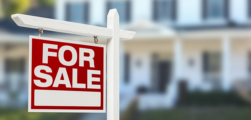 Pros and Cons of Selling a House During the Summer